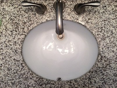 Sink with an overflow drain
